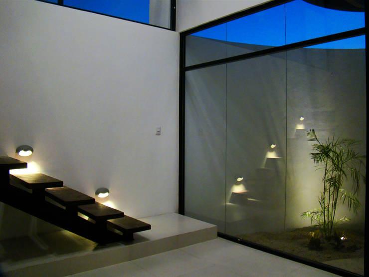 Casas modernas por STUDIO 360