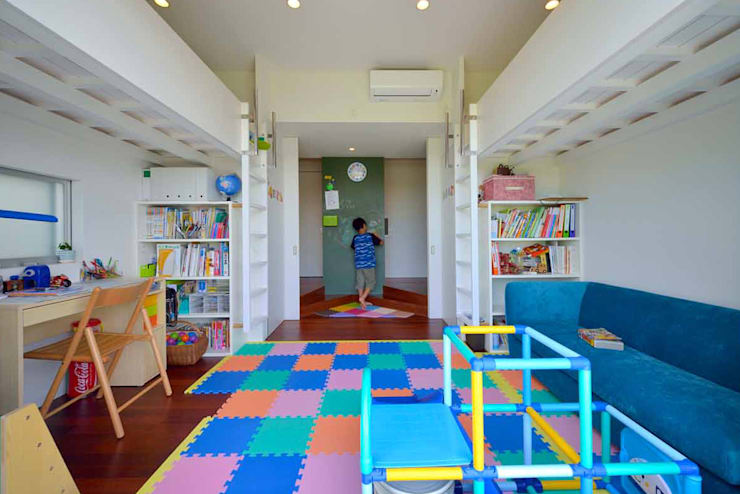 eclectic Nursery/kid's room by アアキ前田 株式会社