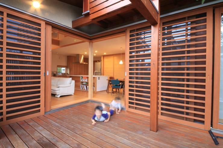 「Lがつなぐ家」 群馬県前橋市 オリジナルデザインの テラス の 田村建築設計工房 オリジナル