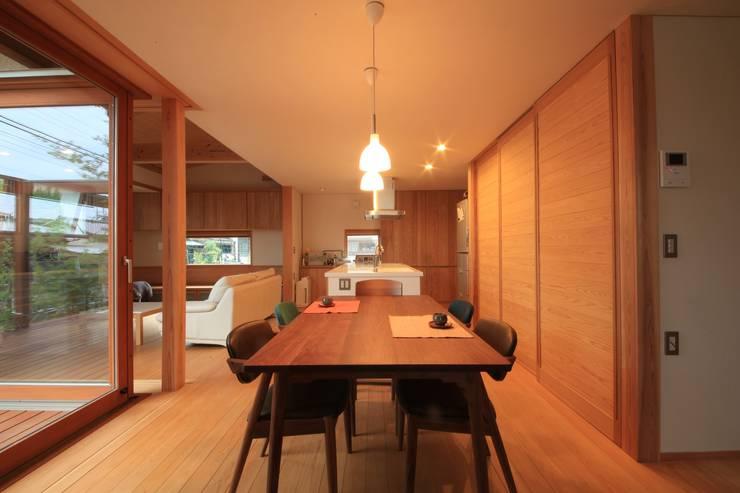 「Lがつなぐ家」 群馬県前橋市 オリジナルデザインの ダイニング の 田村建築設計工房 オリジナル