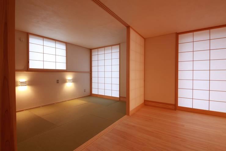 「Lがつなぐ家」 群馬県前橋市 オリジナルデザインの 多目的室 の 田村建築設計工房 オリジナル