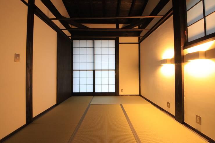 薪ストーブの家  群馬県 中之条町: 田村建築設計工房が手掛けた寝室です。