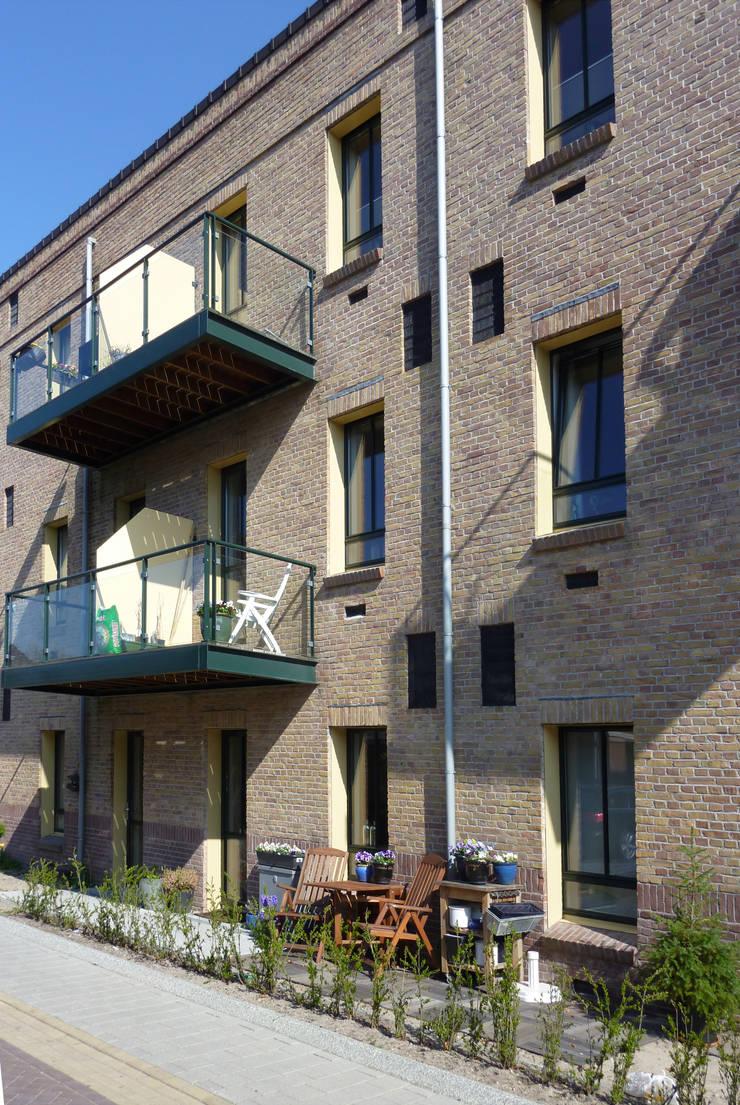Bollenschuur te Lisse:  Huizen door Jorissen Simonetti, Industrieel
