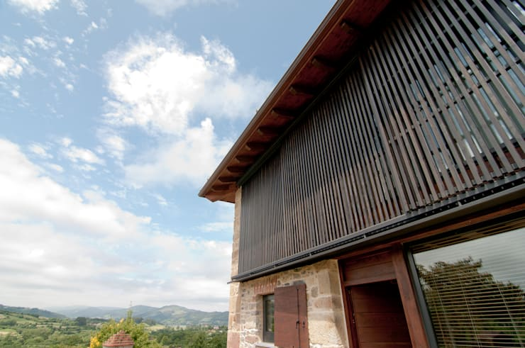 Vivienda en Vega de Selorio: Casas de estilo  de RUBIO · BILBAO ARQUITECTOS