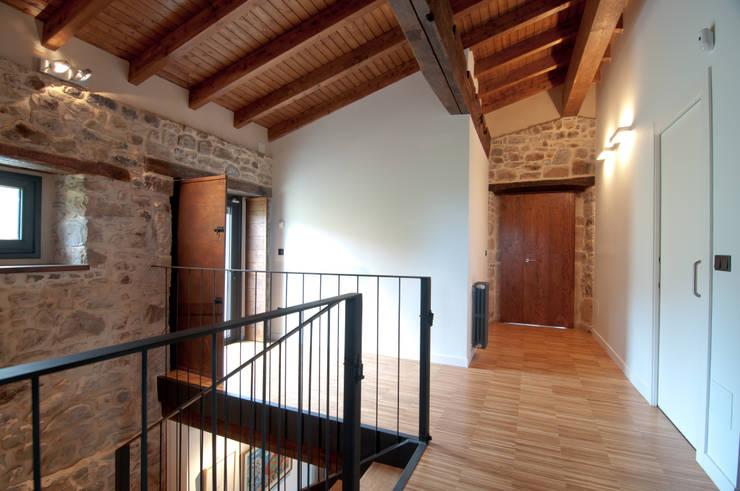Corridor & hallway by RUBIO · BILBAO ARQUITECTOS
