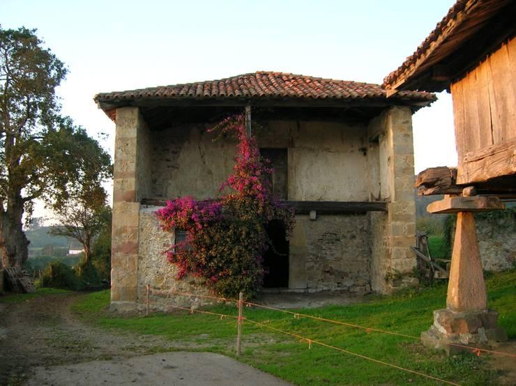Casas de estilo  por RUBIO · BILBAO ARQUITECTOS