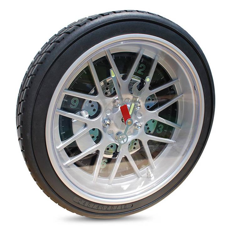 Horloge design pneu de voiture: Murs & Sols de style  par IdéeCadeau.fr