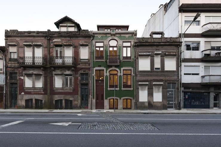 Fachada Principal: Casas  por Inês Pimentel Arquitectura