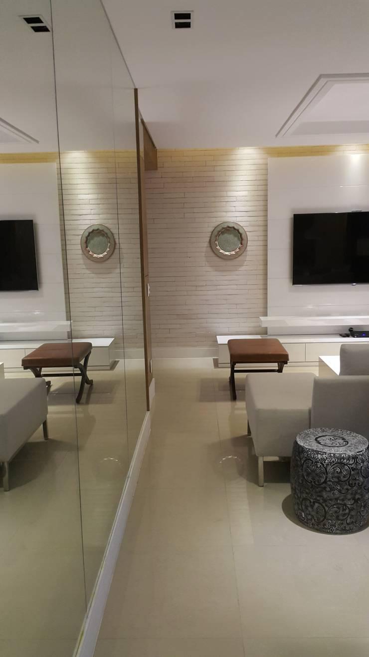 Detalhes living.: Salas de estar  por Lucio Nocito Arquitetura e Design de Interiores ,