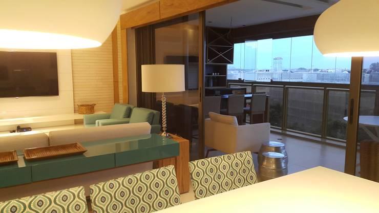 Detalhes living.: Salas de jantar  por Lucio Nocito Arquitetura e Design de Interiores ,