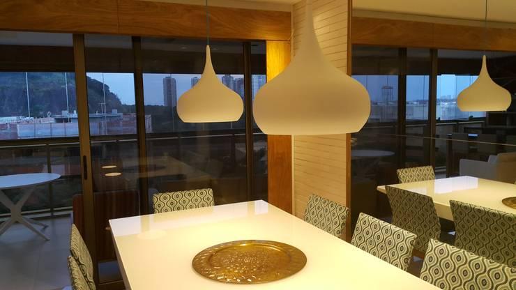 Salas de jantar modernas por Lucio Nocito Arquitetura e Design de Interiores