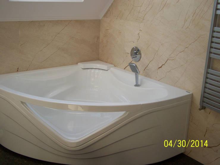 Marmurowa ściana - marmur Lotus Beyge: styl , w kategorii Łazienka zaprojektowany przez Merkam  - Łódź ul. Św. Jerzego 9