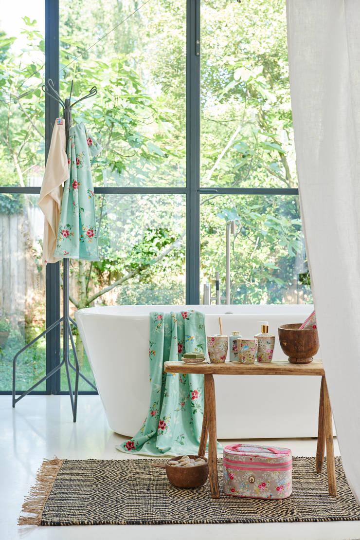 Pip Studio badhanddoeken, badkamer accessoires & servies: modern  door Pip Studio Amsterdam, Modern