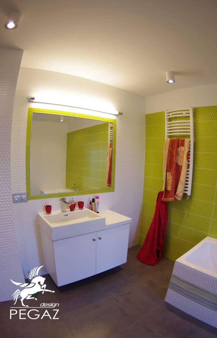 Dom kobiecy: styl , w kategorii Łazienka zaprojektowany przez Pegaz Design,Nowoczesny