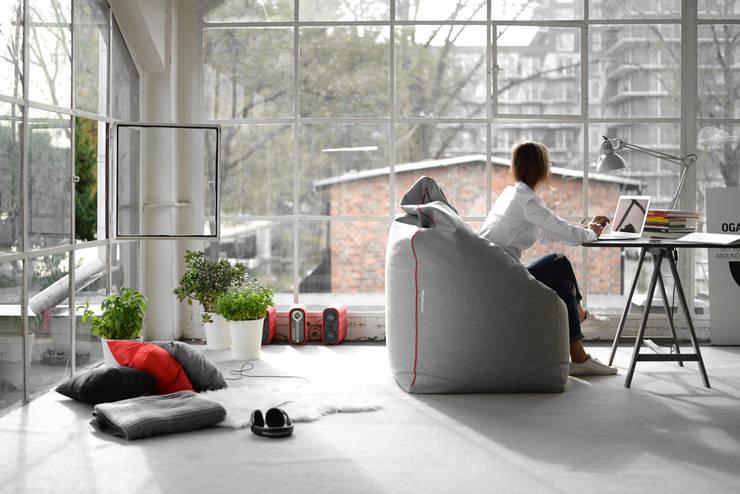 OFFICE ZIP: styl , w kategorii Salon zaprojektowany przez MIUKI