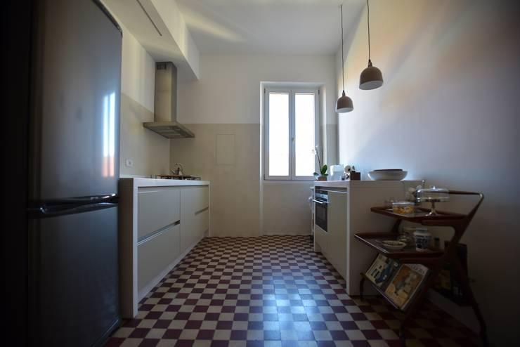 Restauro San Zeno (Verona): Cucina in stile  di K.B. Ristrutturazioni