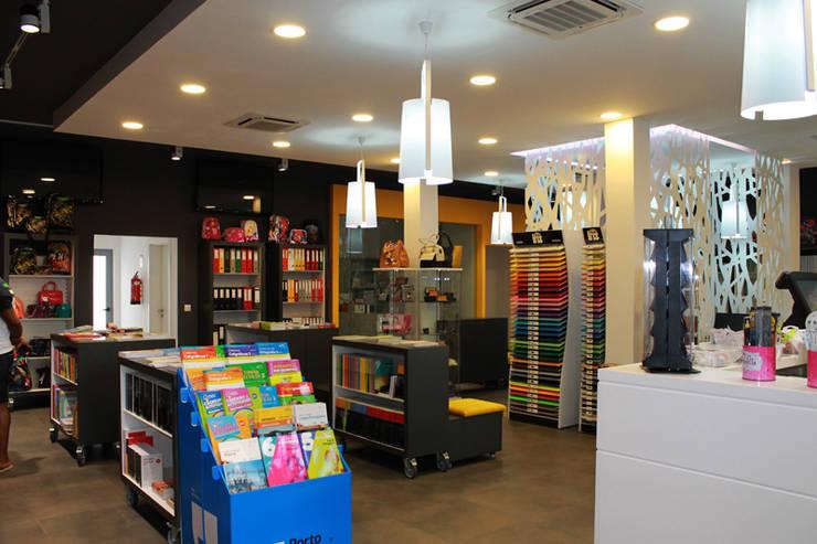 Luery Papelaria: Espaços comerciais  por Red Centre - Design & Feng Shui