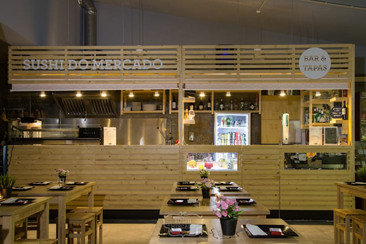 Sushi do Mercado: Espaços de restauração  por Red Centre - Design & Feng Shui