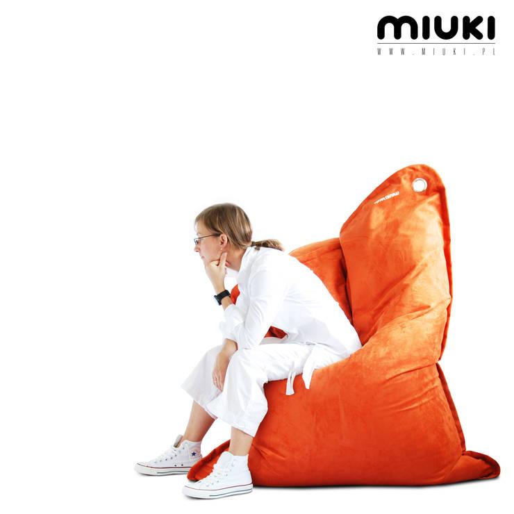LULA VELVET: styl , w kategorii  zaprojektowany przez MIUKI,Nowoczesny