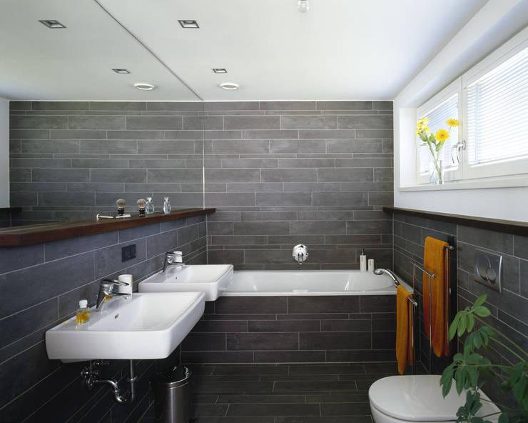 Bathroom by ARCHITEKTURBÜRO KADEN