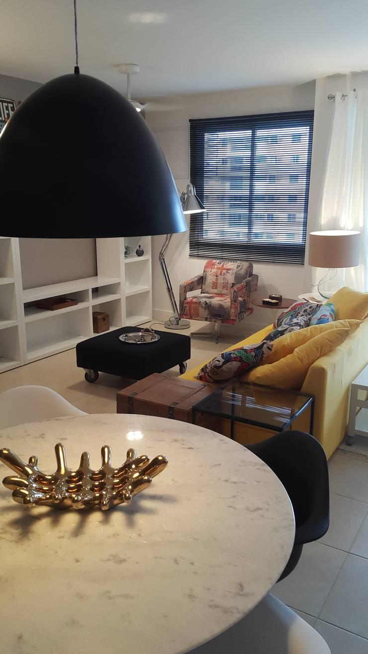 Detalhes do living ainda em fase de produção...: Sala de estar  por Lucio Nocito Arquitetura e Design de Interiores ,
