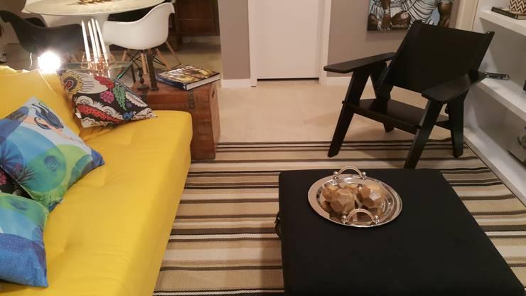 Detalhes da sala de estar.: Sala de estar  por Lucio Nocito Arquitetura e Design de Interiores ,