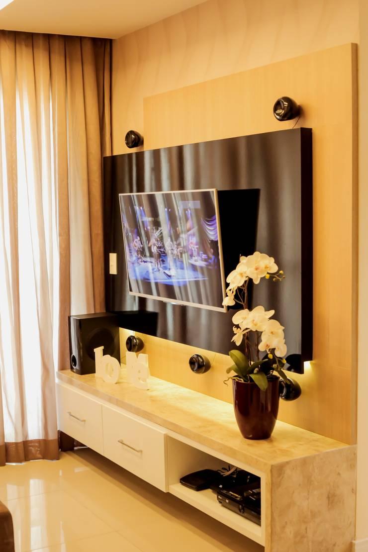 Projeto Sala: Sala de estar  por Amanda do Espírito Santo Design de Interiores,