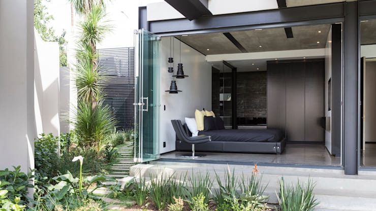ห้องนอน by Nico Van Der Meulen Architects