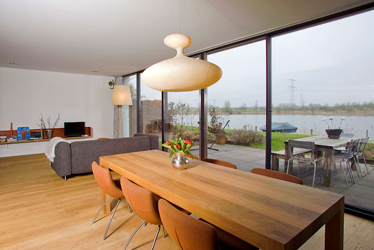 Ruang Makan Modern Oleh KENK architecten Modern