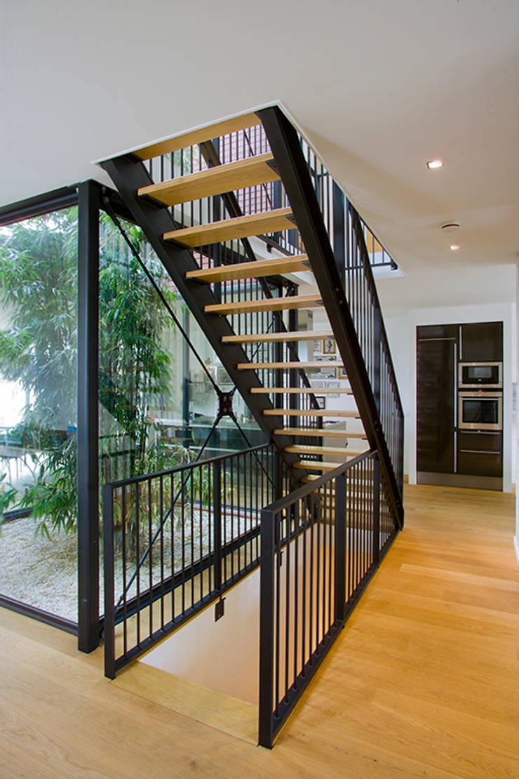 Koridor & Tangga Modern Oleh KENK architecten Modern