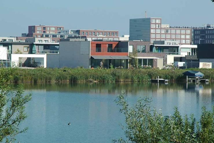 Casas de estilo  por KENK architecten,