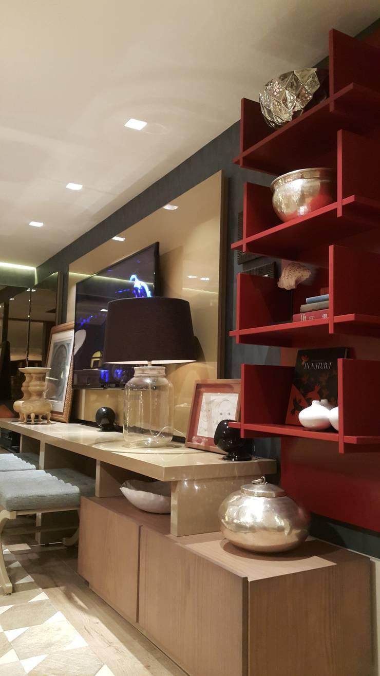 Detalhes home TV.: Sala de estar  por Lucio Nocito Arquitetura e Design de Interiores ,