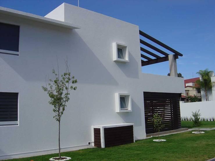 منازل تنفيذ SANTIAGO PARDO ARQUITECTO,