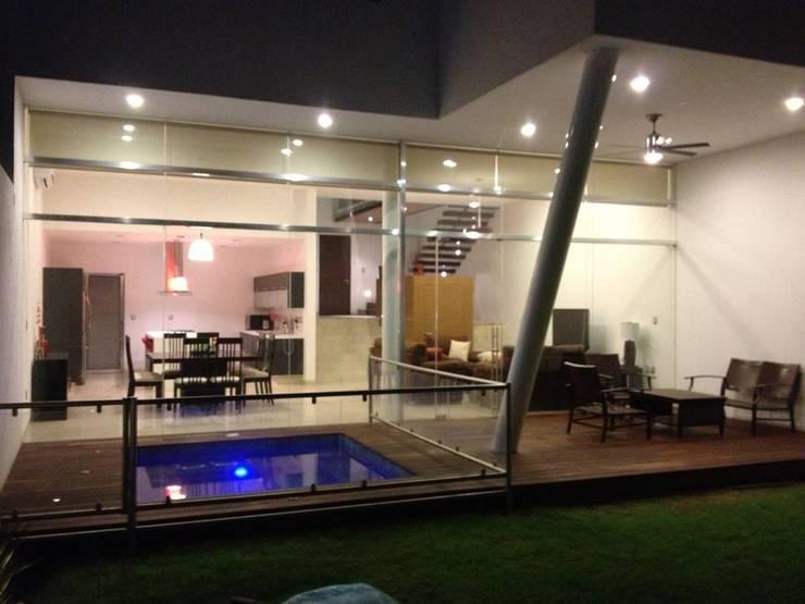 Casas de estilo moderno por SANTIAGO PARDO ARQUITECTO
