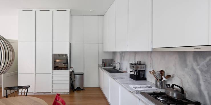 Casa Leiden : Cozinhas modernas por SAMF Arquitectos