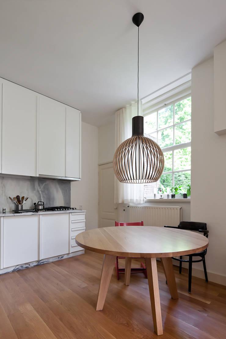 Casa Leiden : Cozinhas  por SAMF Arquitectos,Moderno