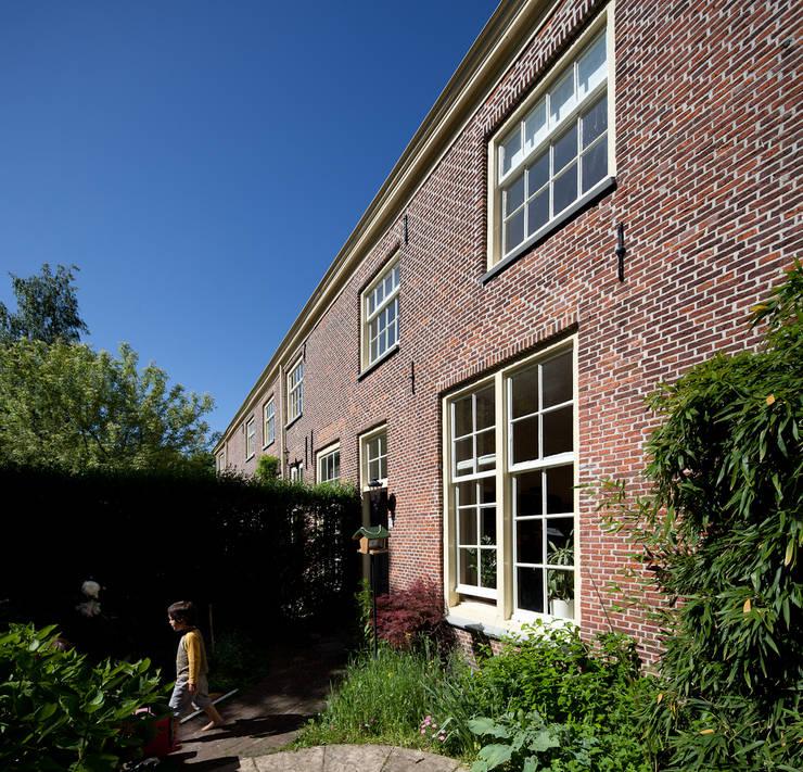 Casa Leiden : Casas  por SAMF Arquitectos,Campestre Tijolo