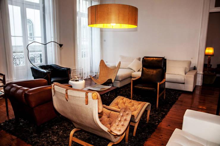 OPORTO LOFT - ART HOTEL | OPORTO | PORTUGAL: Salas de estar ecléticas por Bastos & Cabral - Arquitectos, Lda. | 2B&C
