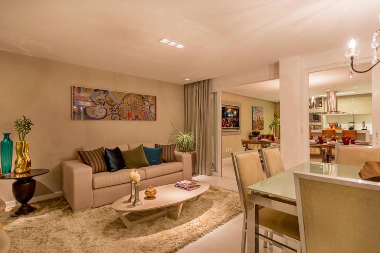 Projeto 1: Salas de estar  por Cristiane Fernandes Designer de Interiores
