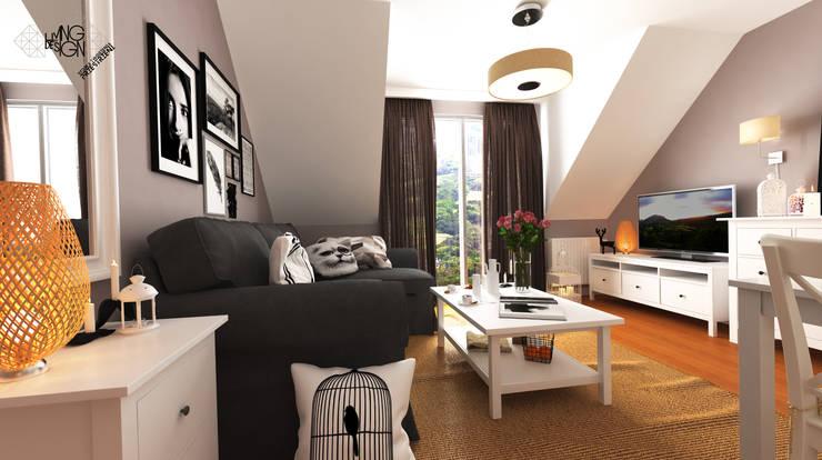 Lady in Grey : styl , w kategorii Salon zaprojektowany przez Living by Design - sztuka tworzenia przestrzeni