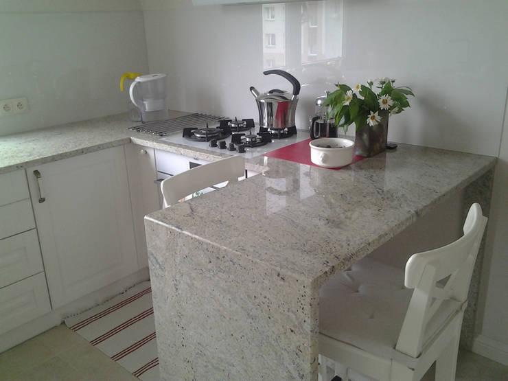 Kaschmir White  - granitowy blat kuchenny: styl , w kategorii  zaprojektowany przez Merkam  - Łódź ul. Św. Jerzego 9 ,Klasyczny Granit