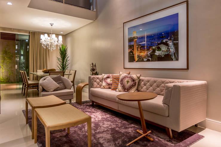 Projeto 2: Salas de estar modernas por Cristiane Fernandes Designer de Interiores