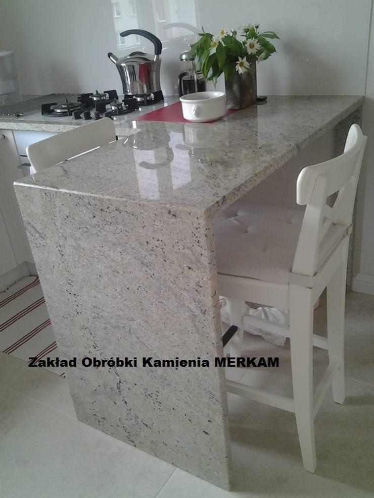 Blaty kuchenne z granitu - kamienne blaty : styl , w kategorii  zaprojektowany przez Merkam  - Łódź ul. Św. Jerzego 9 ,Klasyczny Kamień