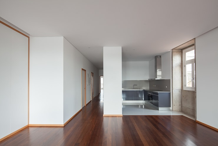 Reabilitação Casa junto ao Rio: Cozinhas  por Marques Franco Arquitectos