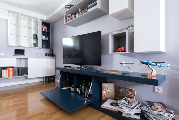 Living room by LA CUISINE DANS LE BAIN SK CONCEPT