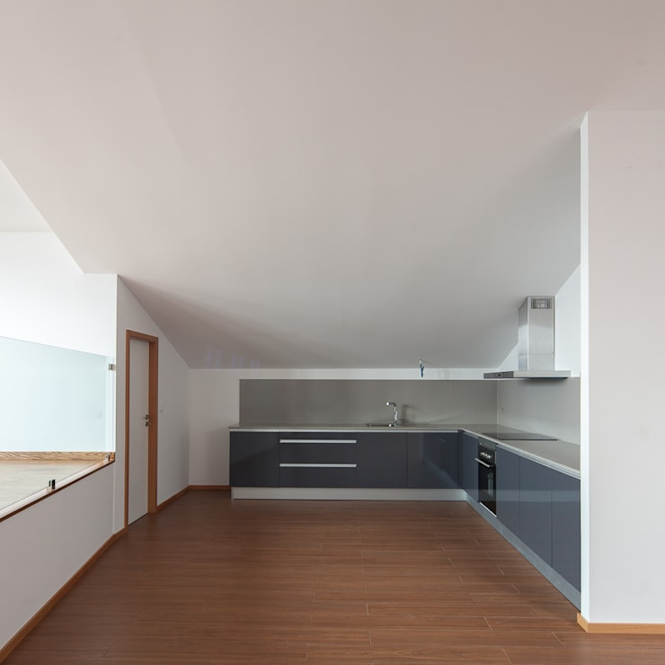 Cozinhas minimalistas por Marques Franco Arquitectos