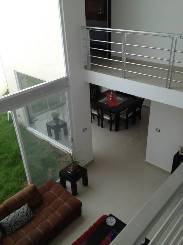 Doble Altura: Terrazas de estilo  por SANTIAGO PARDO ARQUITECTO