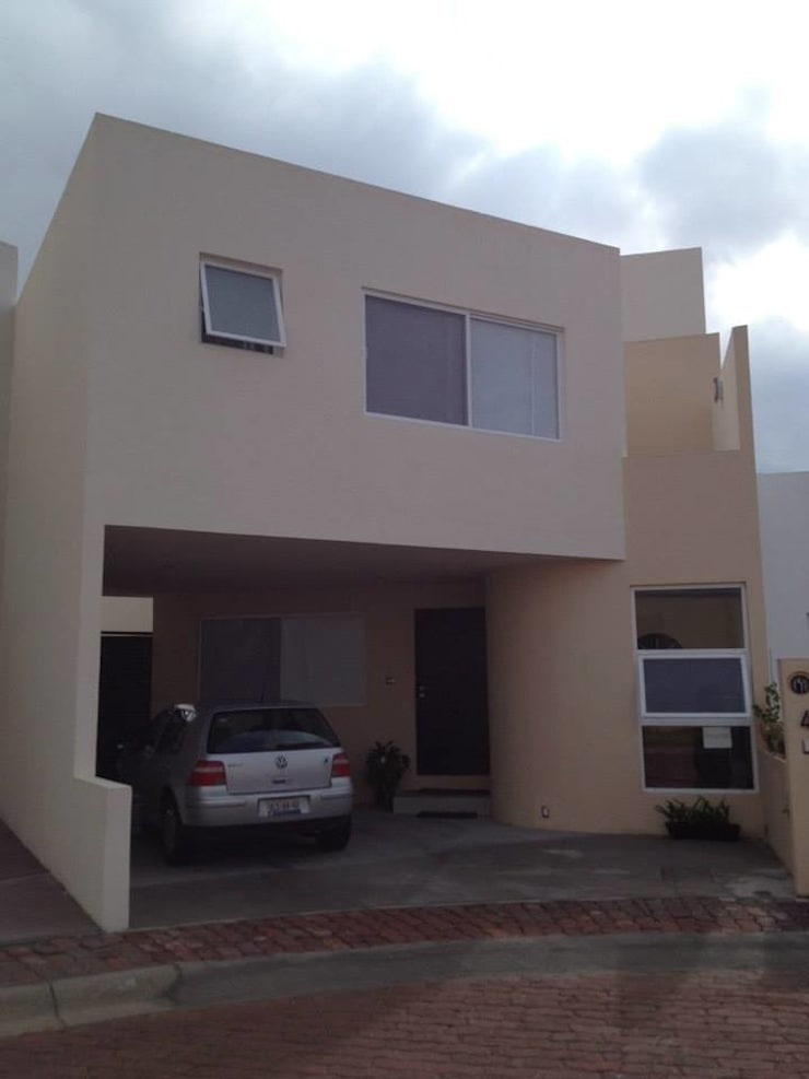 Fachada: Casas de estilo  por SANTIAGO PARDO ARQUITECTO