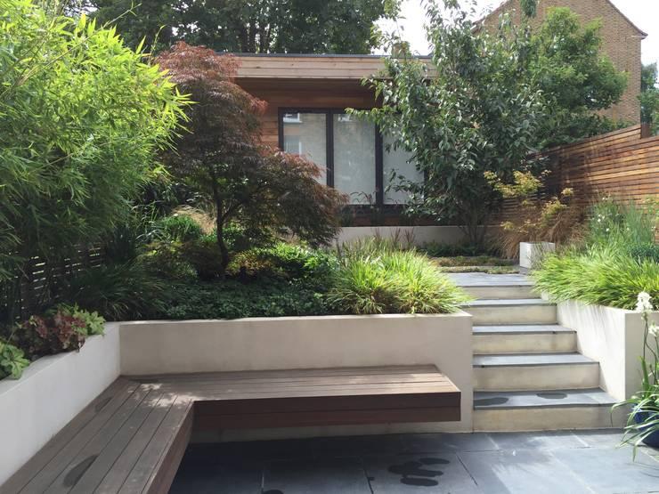 Urban Retreat: modern Garden by Cultivate Design