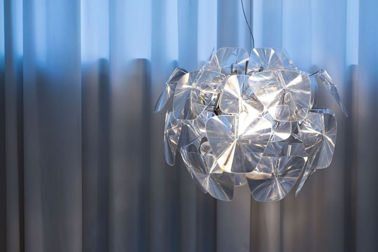 LIPOVA SHOWROOM: styl , w kategorii Przestrzenie biurowe i magazynowe zaprojektowany przez INSPACE